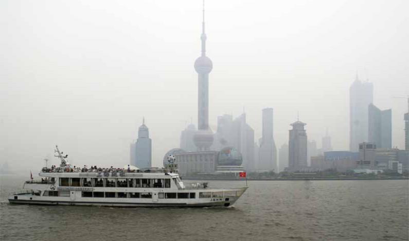 Shanghai: Über dem Meer
